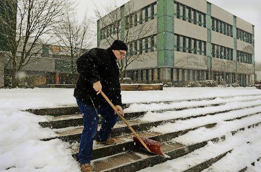 Warum Schulleiter Schneeschippen müssen