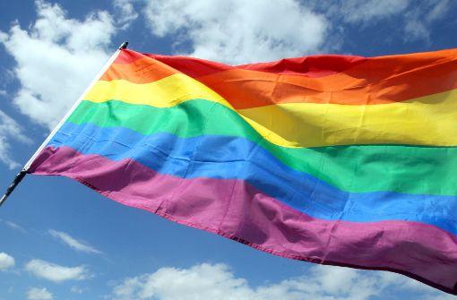 So lässt sich die Regenbogenfahne posten