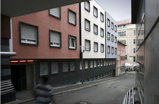 Das bekannte Dreifarbenhaus in der Straße Bebenhäuser Hof in der Innenstadt. Foto: Michael Steinert