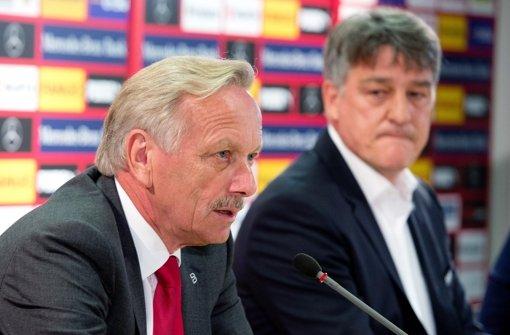 Aufsichtsratschef Joachim Schmidt (li., mit VfB-Präsident Bernd Wahler) Foto: dpa