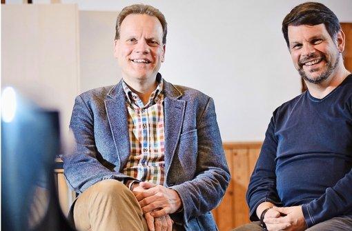 Der Tenor Andreas Weller (links) und Gesangslehrer Hans-Joachim Weber kennen sich seit der Jugendzeit. Davon profitiert nun die Michael-Bauer-Schule. Foto: Phillip Weingand