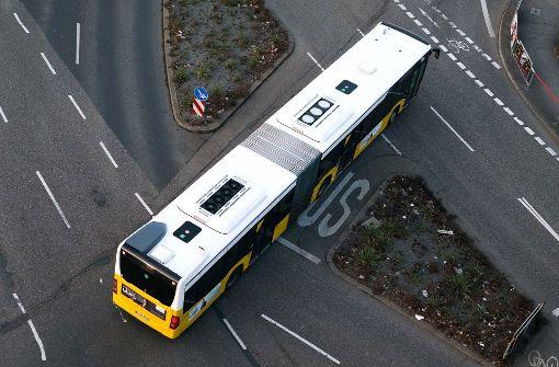 Bus macht Vollbremsung, Fahrgast schwer verletzt