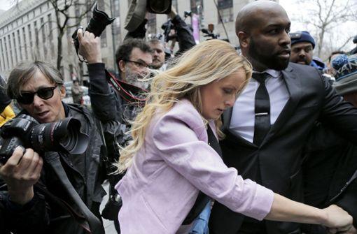 Pornodarstellerin Stormy Daniels erscheint vor Gericht