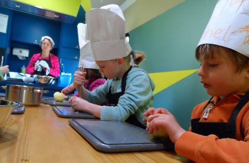 Kinder lernen, Spaß am Kochen zu haben