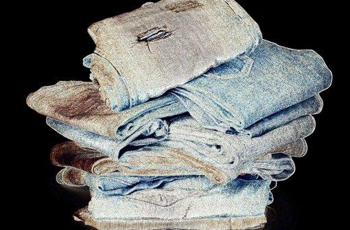 Wer alte Jeans  zur  Sammlung geben will, sollte sich über die Wiederverwerter informieren. Foto: Fotolia