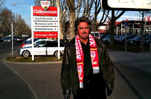 Die Bundesliga-Winterpause ist beendet - und der schöne Bruno hat sich mal beim VfB-Training unter ein paar Fans umgehört, was in der Rückrunde vom VfB zu erwarten ist.p Foto: Henrik Lerch