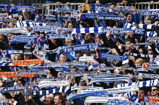 Vor der Spiel des KSC gegen Düsseldorf soll es zu Ausschreitungen gekommen sein. (Symbolbild) Foto: dpa