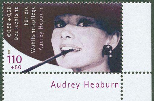 Briefmarke mit Bild von Audrey Hepburn versteigert