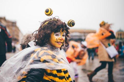 Am Dienstag brauchten die Narren ein wasserfestes Kostüm beim Faschingsumzug in Stuttgart Foto: www.7aktuell.de | Robert Dyhringer