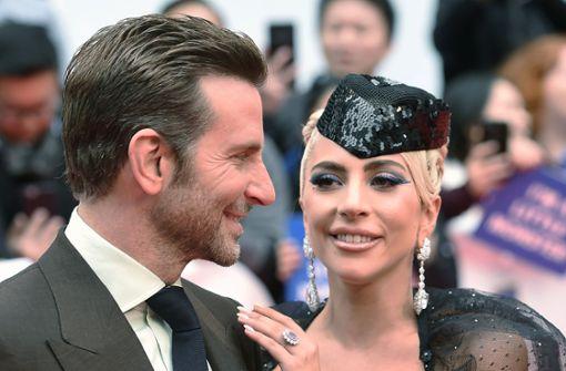 """Bradley Cooper und Lady Gaga sind zu der Premiere von """"A Star ist Born"""" zu den Filmfestspielen gekommen.  Foto: The Canadian Press via AP"""