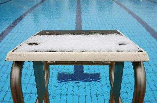 Trotz herbstlich-kühler Temperaturen sind junge Männer in Ludwigsburg-Hoheneck nachts nackt baden gegangen. (Symbolbild) Foto: dpa