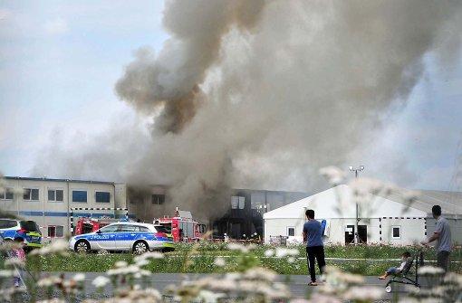 Großbrand in Flüchtlingsheim - 19 Menschen verletzt