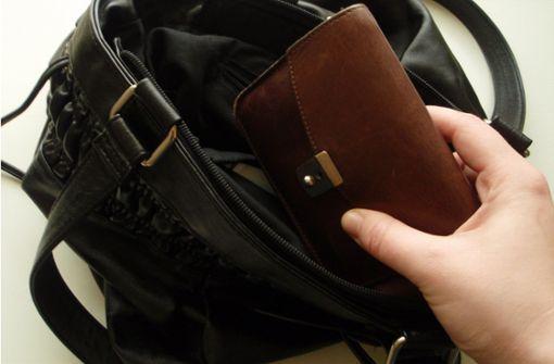 Senior verliert Hunderte von Euro bei Geldwechsel-Trick
