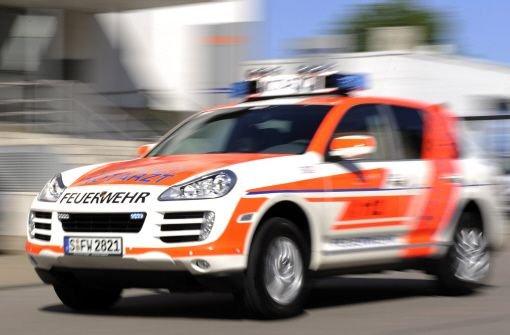 Ein 38-Jährige läuft an der Haltestelle Gneser Straße in Stuttgart-Bad Cannstatt bei roter Ampel über die Fußgängerfurt und wird von einer Stadtbahn erfasst. Sie wird schwer verletzt ins Krankenhaus gebracht. Foto: dpa