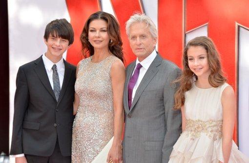 Michael Douglas bringt Familie mit