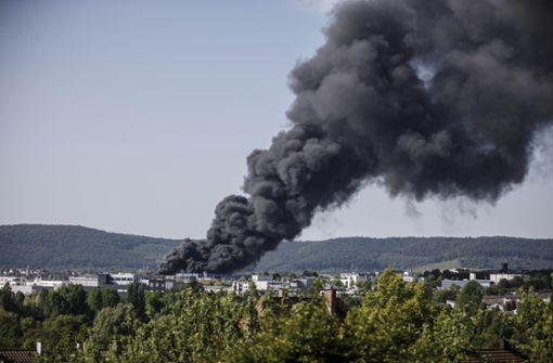 Das Dach der Lagerhalle in Waiblingen ist beim Brand eingestürzt. Foto: Gottfried Stoppel