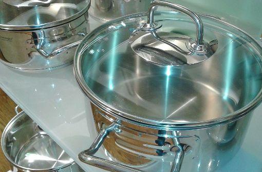 strong1. Mit Deckel kochen:/strong Um das permanente Entweichen von Hitze zu vermeiden, sollte man immer mit Deckel kochen. Mit Deckel kann man außerdem die Temperatur der Herdplatte reduzieren. Mit Schnellkochtöpfen lassen sich sogar 50 Prozent Energie sparen! Glasdeckel vermeiden, dass man den Deckel während des Kochens unnötig anhebt – und so Energie verloren geht. Auch lohnt es sich, den Herd fünf Minuten vor dem Ende der Garzeit auszuschalten. So wird das Essen gar und die Restwärme verfliegt nicht ungenutzt. Foto: Pixabay