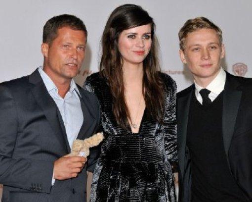Die drei, Verzeihung, vier Hauptdarsteller des Films: das Zweiohrküken, Til Schweiger, Nora Tschirner und Matthias Schweighöfer. Foto: AP