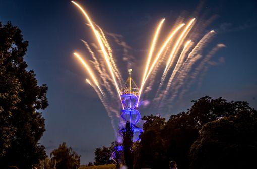 Lichtmagie und spektakuläres Feuerwerk am lauen Sommerabend