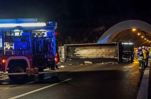 A81 nach Unfall mit Lkw gesperrt