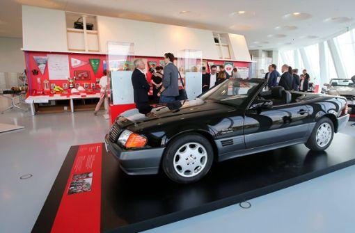 Einblicke in die Sonderausstellung anlässlich des 125-jährigen Vereinsbestehens. Hier der Mercedes 300 SL aus dem Jahr 1992. Foto: imago sportfotodienst