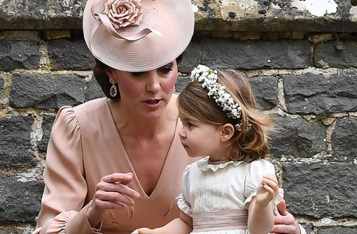 Zauberhaft als Blumenmädchen: Prinzessin Charlotte mit ihrer Mutter Kate bei der Hochzeit von Pippa Middleton im vergangenen Jahr. Foto: Getty Images Europe