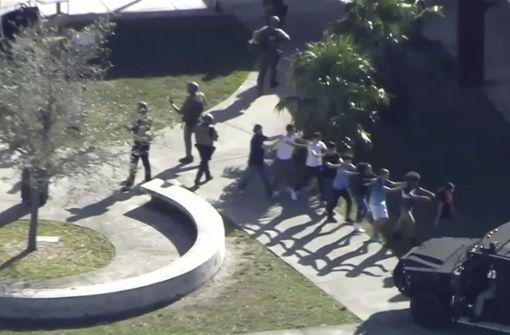Die Schule wurde evakuiert. Foto: WPLG-TV