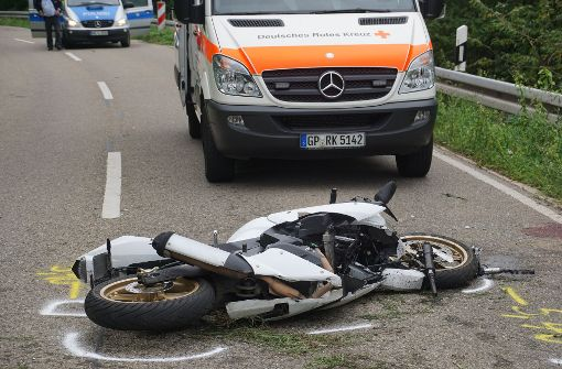 In einer leichten Linkskurve geriet der Jugendliche mit seinem 125ccm-Krad in Schräglage auf den rechten Grünstreifen und stürzte. Foto: SDMG
