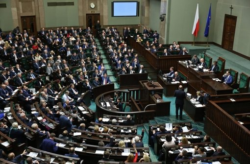 Parlament beschließt Umbau des Verfassungsgerichts