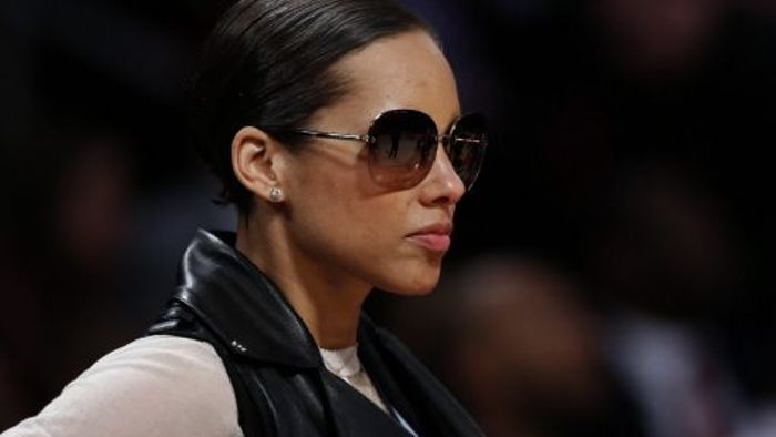 Coole Alicia Keys bei heißem Basketball-Spektakel