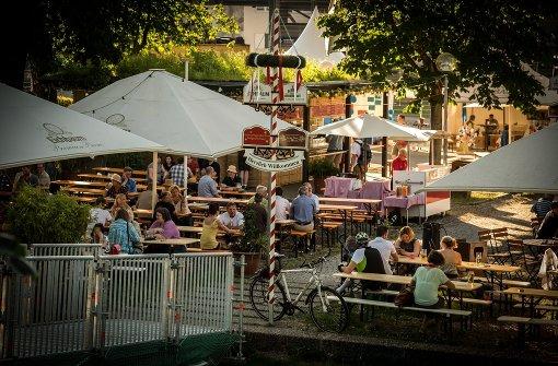 B wie Biergarten: Für viele ist ein Besuch im Biergarten ein fester Bestandteil des Sommers. Wo man am besten in Stuttgart ein leckeres Vesper oder ein kühles Bier an der frischen Luft genießen kann, verrät unsere a href=http://www.stuttgarter-nachrichten.de/inhalt.draussen-sitzen-die-schoensten-biergaerten-in-stuttgart.9c945032-241c-4128-b0e8-f269c0910f58.html target=_blankTop 10 Stuttgarts schönster Biergärten. Im Bild: der Biergarten im Schlossgarten. Hier kann man unter Kastanien eine Maß trinken und seine Brotzeit selber mitbringen. Mitten in der Stadt, trotzdem im Grünen. /a  Foto: Lichtgut/Achim Zweygarth