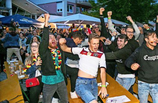 Nach dem Last-Minute-Tor gibt es in Wernau kein Halten mehr. Foto: Horst Rudel