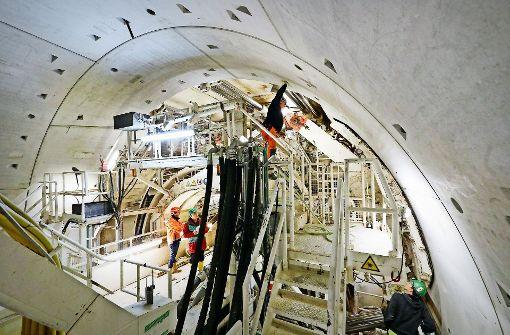 Tunnelröhre wird vorerst mit Beton verfüllt