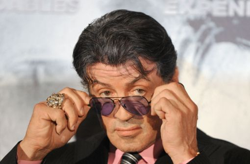 Schwere Vorwürfe gegen den beliebten Schauspieler: Sylvester Stallone (71) soll zwei Frauen in den 80er und 90er Jahren sexuell belästigt haben. Foto: dpa