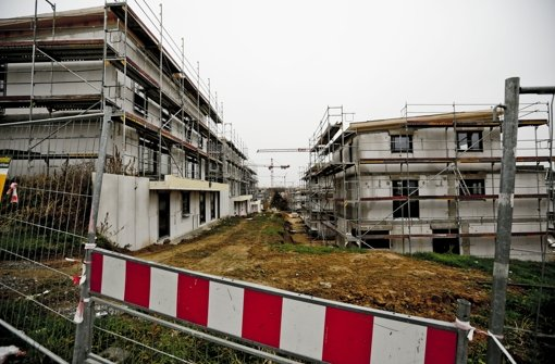 In dem Gebiet in Zazenhausen sind sieben Häuser höher als erlaubt, zwölf Doppelhaushälften ragen um 80 Zentimeter über die Baugrenze. Foto: Leif Piechowski