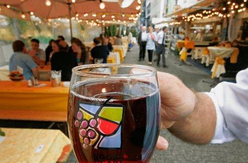 Weindorf gegen Wochenmarkt