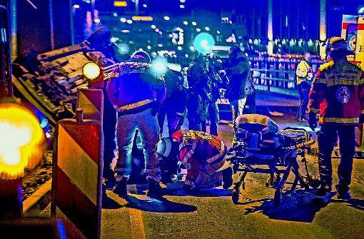 Nach diesem Unfall an der Willy-Brandt-Straße sollen vier Beamte brutaler als notwendig gegen einen Unfallbeteiligten vorgegangen sein. Foto: 7aktuell/Simon Adomat