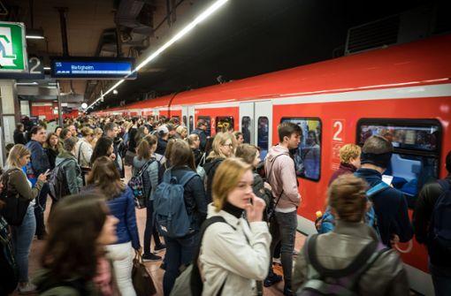 Der Nahverkehr in der Region Stuttgart soll günstiger, die Tarifstruktur  einfacher werden. Foto: Lichtgut/Achim Zweygarth