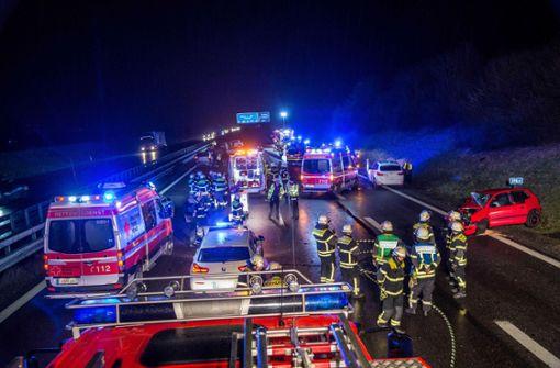 Die A8 muss bis in die Nacht hinein gesperrt bleiben. Foto: SDMG