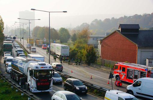Zwei Unfälle hinter dem Leuzetunnel legen Verkehr lahm