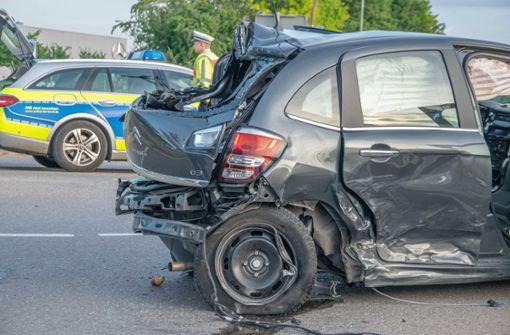 Rote Ampel ignoriert – Autos krachen zusammen