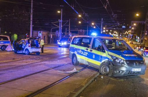 Streifenwagen rammt Auto – vier Verletzte