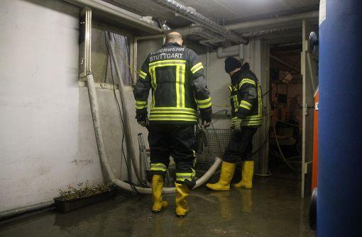 Die alarmierte Feuerwehr pumpte den Keller aus. Foto: 7aktuell.de/ 7aktuell