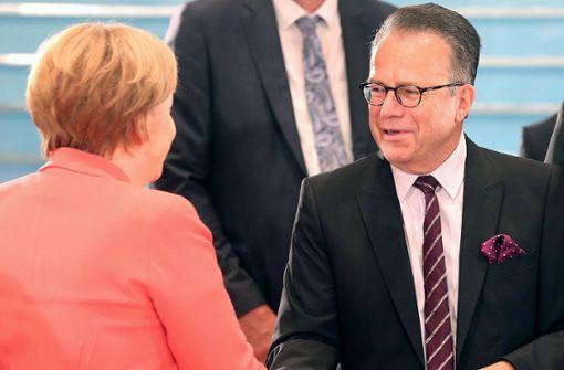Merkel war seit 2017 über Bamf-Missstände informiert
