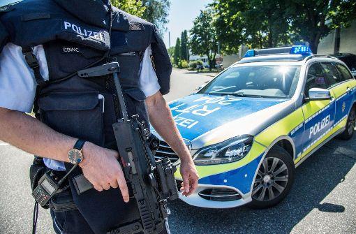 Die Polizei hat eine Schule in Esslingen-Zell wegen Amokalarms durchsucht. Foto: SDMG