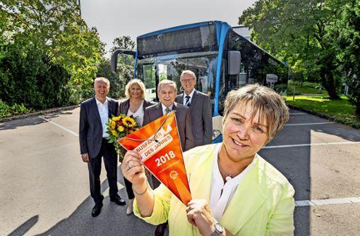 Immer gut gelaunt  – die Busfahrgäste  schätzen  Marlies Sparn. Foto: factum/Weise
