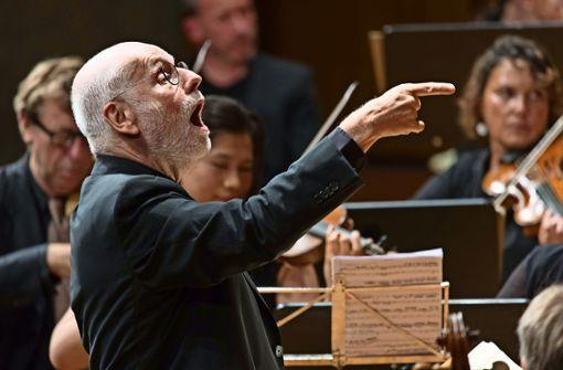 Ton Koopman bei Bachs h-Moll-Messe im Stuttgarter Beethovensaal Foto: Holger Schneider