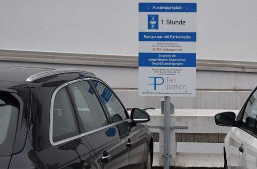 Weil der Parkplatz hinter der Filiale in Stuttgart-Möhringen oft von Langzeitparkern belegt war, sah sich der Betreiber des Supermarktes zum Handeln gezwungen. Foto: Alexandra Kratz