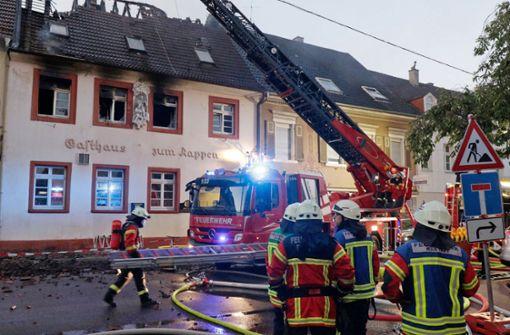 Feuerwehr löscht erneuten Brand – Suche nach einem Bewohner