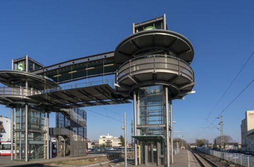 Die Kinder waren in dem Aufzug am Ditzinger Bahnhof gefangen. (Archivfoto) Foto: factum/Weise
